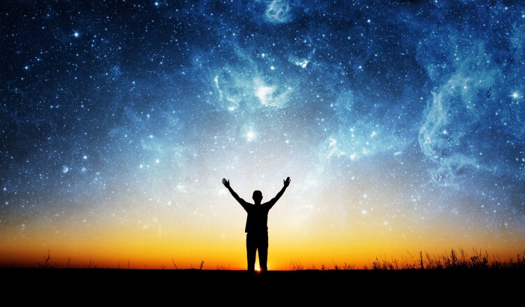 Las Observaciones de un Viajero que le Pregunta al Universo sobre Su Creador.