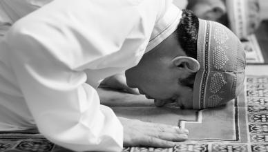 acerca de la sabiduría en los momentos específicos de las cinco oraciones diarias.